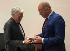 Vraag van Theo Francken aan Didier Reynders