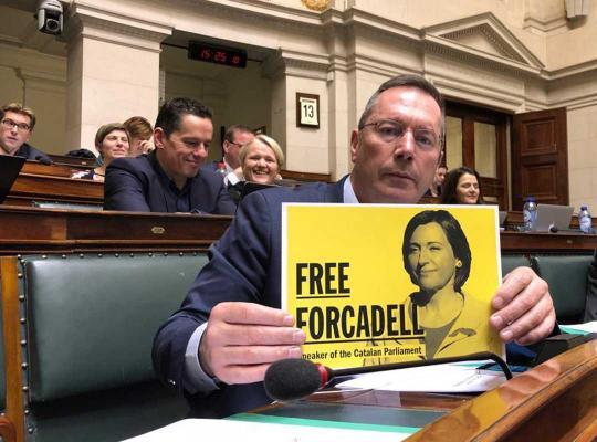 Peter Luykx met de affiche van Forcadell